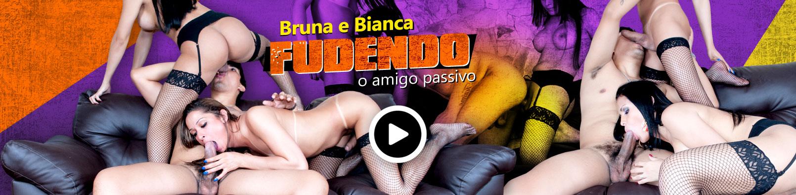 videos-travestis/bruna-e-bianca-comendo-amigo-passivo/