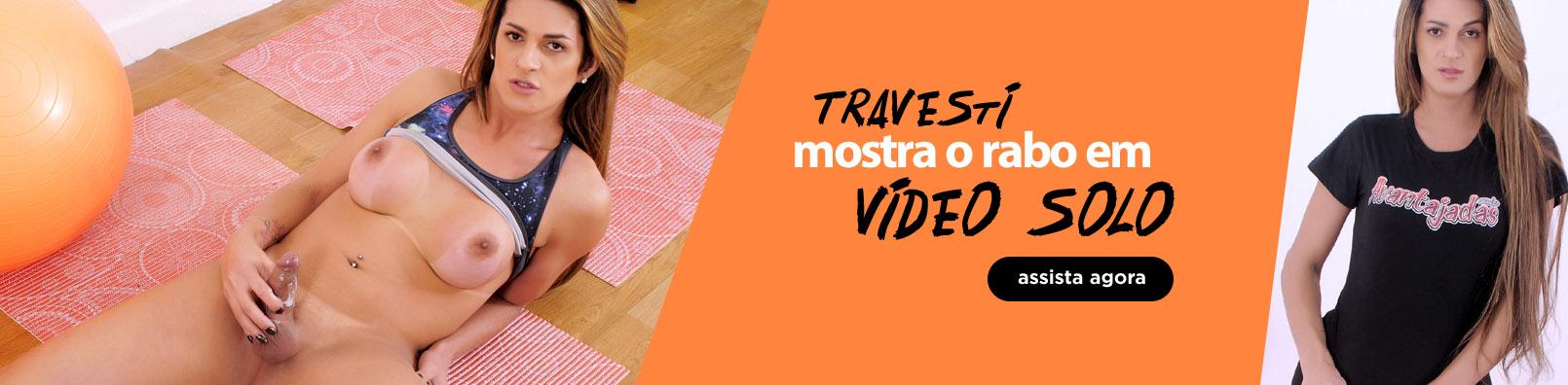 Travesti mostra o rabo em vídeo solo