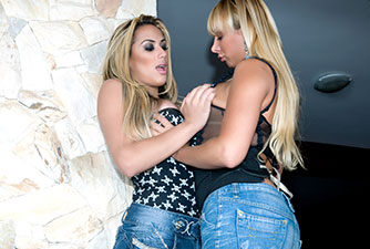Juliana Souza e Walkiria em cena quente de sexo anal