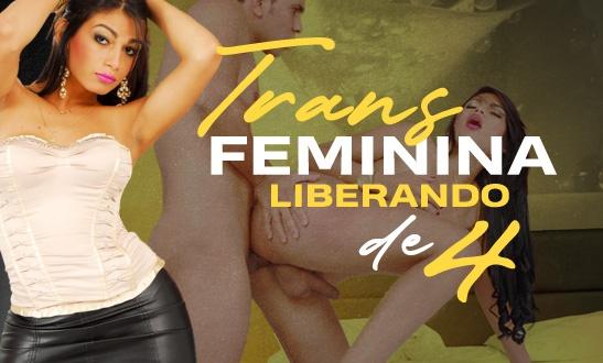 Trans feminina liberando de quatro