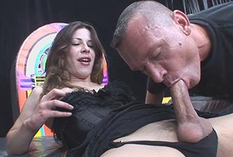 Trans Sabrina Fernandez botou o garotão pra mamar sua piroca