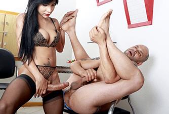 Yasmim esfolou o cu do putinho Tony